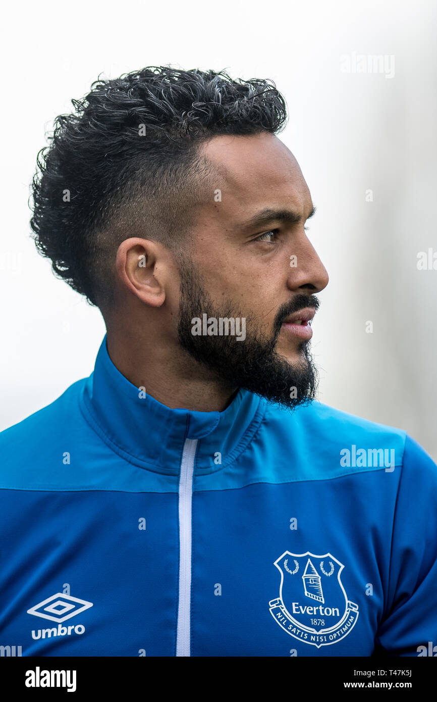 LONDON, ENGLAND - APRIL 13: Theo Walcott of Everton FC looks on during the  Premier League match between Fulham FC and Everton FC at Craven Cottage on  April 13, 2019 in London,