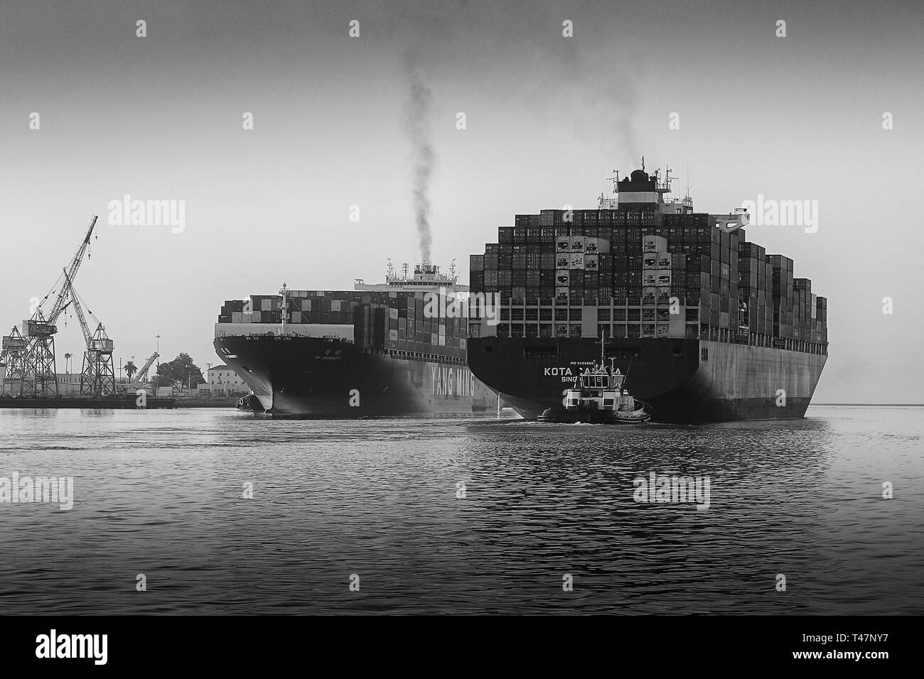 The Departing Container Ship KOTA CAHAYA, Passing Close To The Arriving YM UNANIMITY In The Busy Los Angeles Main Channel At The Port Of Los Angeles. - Stock Image