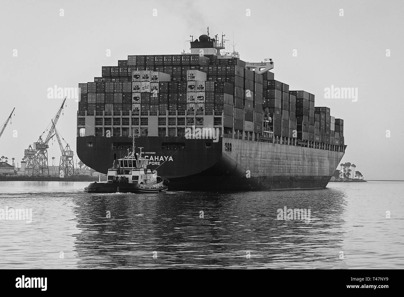 Container Ship, KOTA CAHAYA, Steaming Through The Narrow Los Angeles Main Channel As She Departs The Port Of Los Angeles, California, USA. - Stock Image