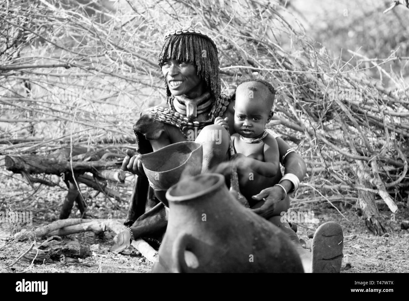 Woman with son, Hamar tribe - Ethiopia © Antonio Ciufo - Stock Image