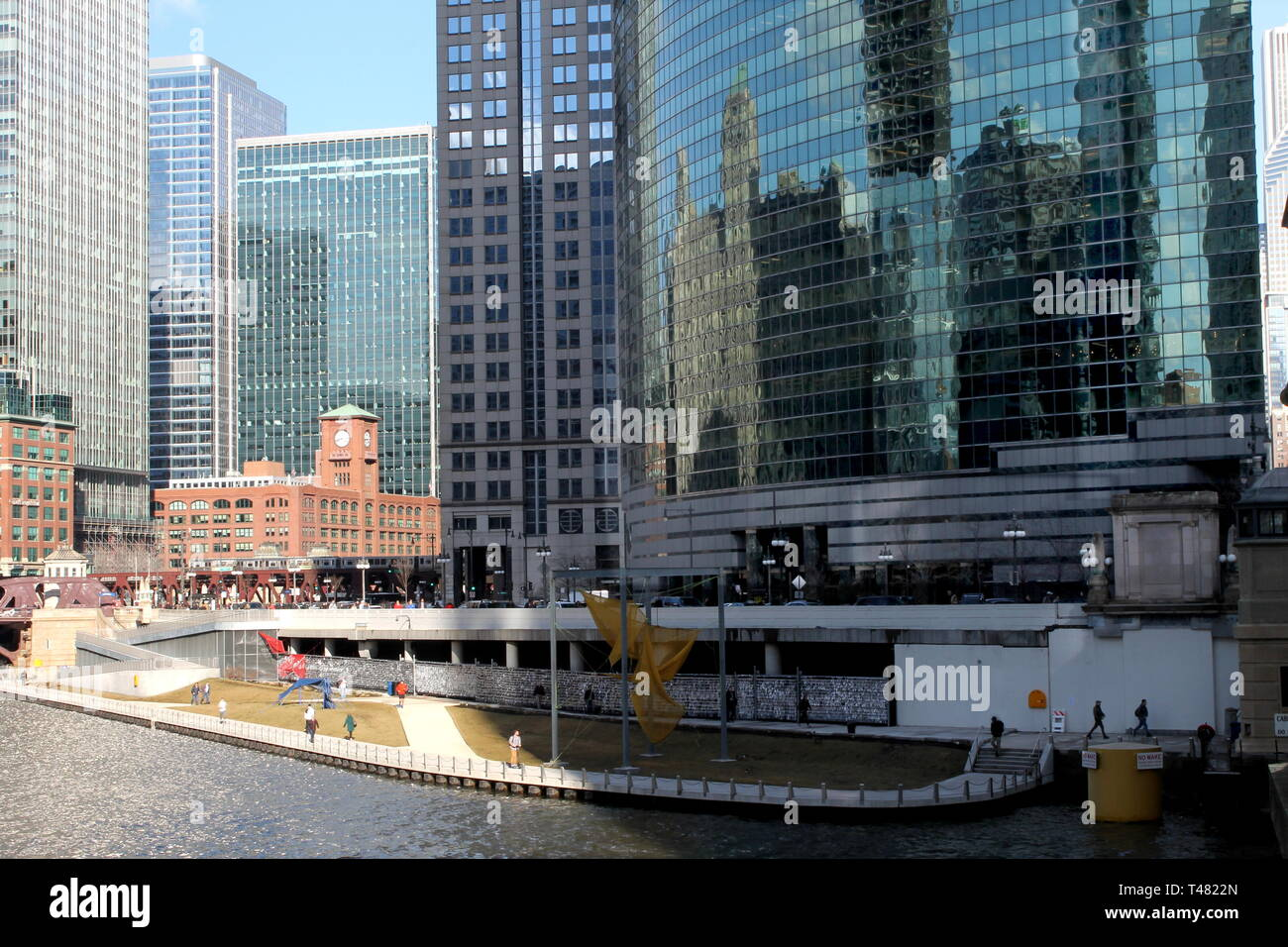 The Chicago Riverwalk, 333 West Wacker, the Chicago River, and the Reid, Murdoch and Company building - Stock Image