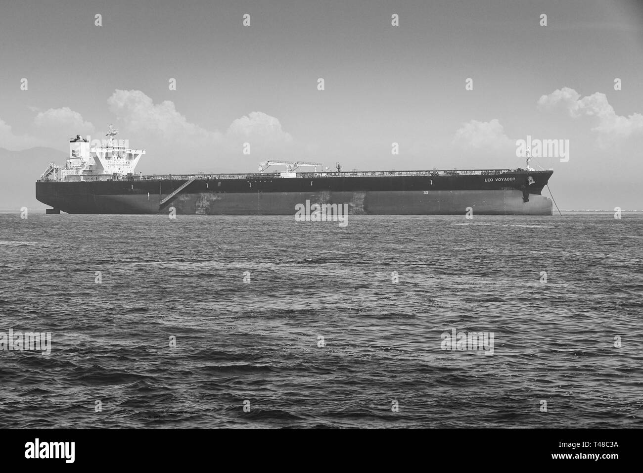 Black And White Photo Of The Giant CHEVERON Supertanker, LEO VOYAGER, In Ballast, Anchored In The Port Of Long Beach, California, USA. - Stock Image