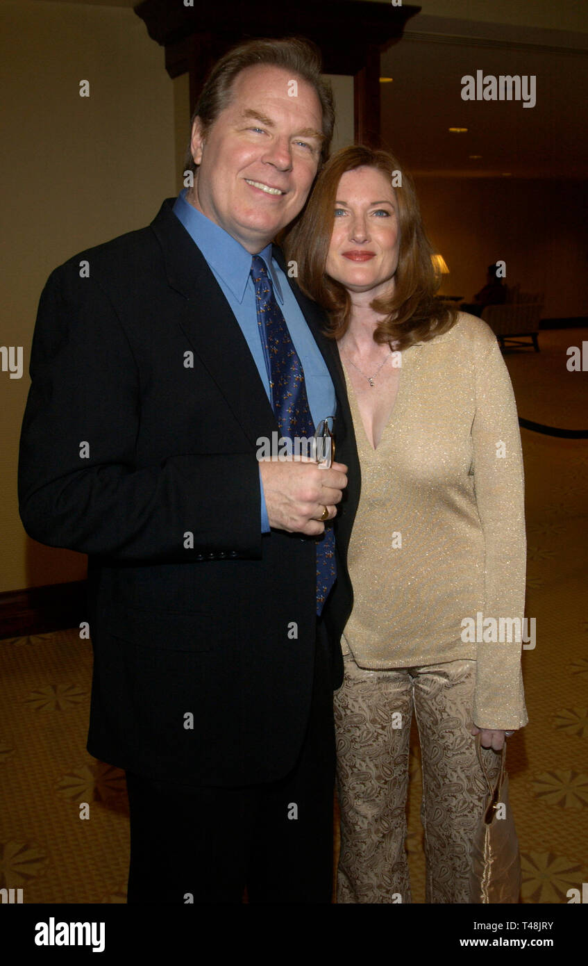 LOS ANGELES, CA. September 25, 2003: Actor MICHAEL McKEAN & wife actress ANNETTE O'TOOLE at the National Multiple Sclerosis Society's 29th Annual Dinner of Champions honoring Bob and Harvey Weinstein. Stock Photo