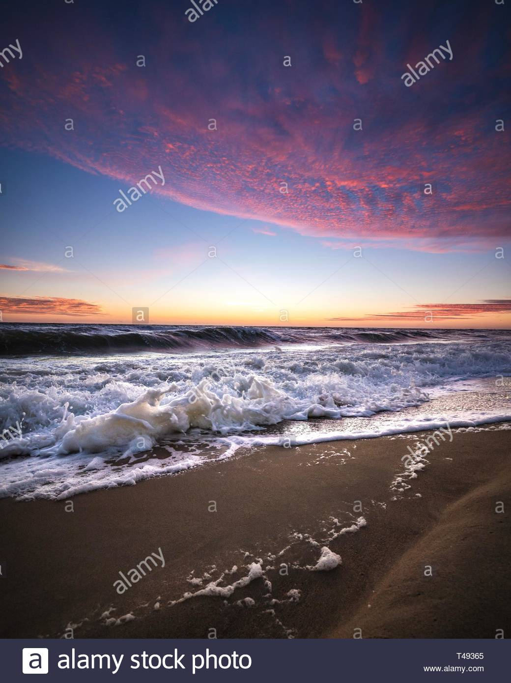 red and blue sky at beach - Stock Image