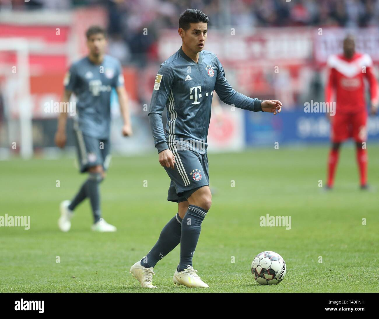 firo: 14.04.2019, Fuvuball, 2018/2019, 1.Bundesliga: Fortuna Dvºsseldorf, Duesseldorf - Bavaria Munich Munich single action James Rodriguez | usage worldwide Stock Photo