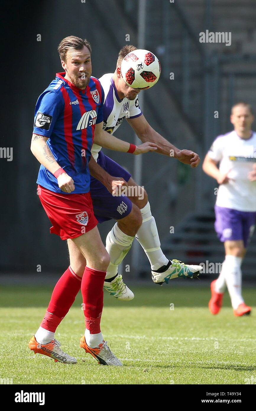 firo: 14.04.2019 Football, 3rd Bundesliga, season 2018/2019 KFC Uerdingen 05 - VfL Osnabrueck Ulrich Taffertshofer (# 8, VfL Osnabrueck) wins the header against Kevin Grovukreutz (# 6, KFC Uerdingen 05) | usage worldwide - Stock Image