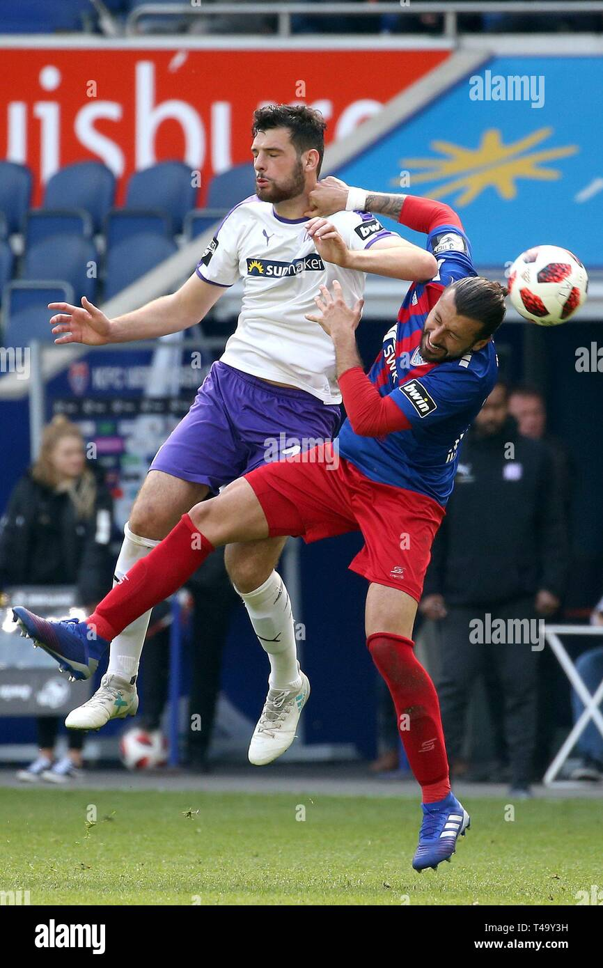 firo: 14.04.2019 Football, 3. Bundesliga, season 2018/2019 KFC Uerdingen 05 - VfL Osnabróck Luca Pfeiffer (# 11, VfL OsnabrÃ_ck) in the header duel with Dominic Maroh (# 32, KFC Uerdigen 05) | usage worldwide - Stock Image