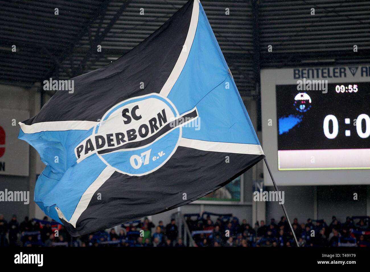 firo: 13.04.2019, football, 2.Bundesliga, season 2018/2019, SC Paderborn - MSV Duisburg, flag, depositor, feature, general, | usage worldwide - Stock Image