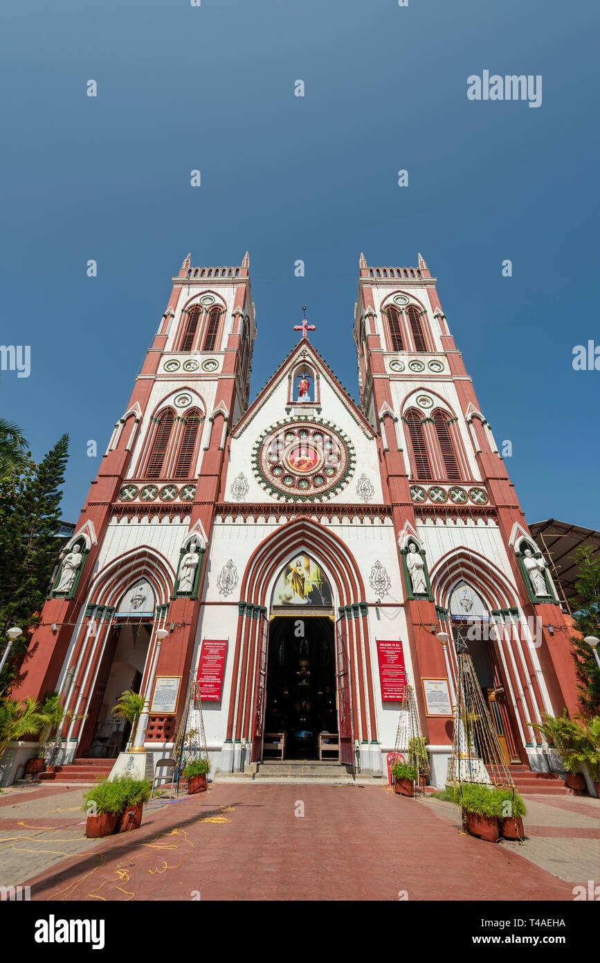 Vertical view of the Sacred Heart Basilica in Pondicherry, India. - Stock Image