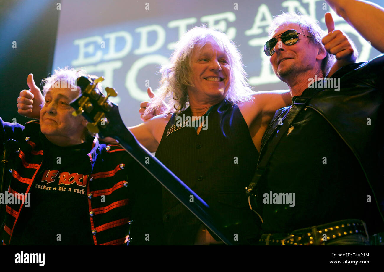 (L-R) Barrie Masters of Eddie and the Hot Rods with special guests Steve Nicol and Paul Gray on stage at o2 Academy Islington, London. - Stock Image