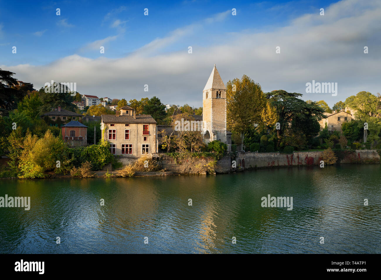 Autumn in the 9th arrondissement of Lyon: the green island Ile Barbe in the Saone - Stock Image