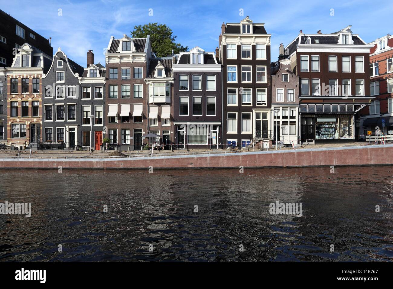 Amsterdam canal architecture - Prinsengracht canal rowhouses in De Wallen district. - Stock Image