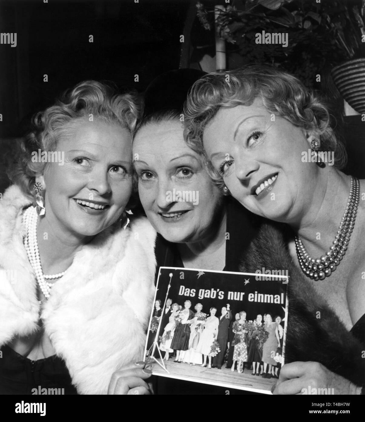 Former silent movie stars meet at the International Film Festival Berlin on 30 June 1956 (l-r): Liane Haid, Fern Andra and Gretl Theimer.   usage worldwide - Stock Image
