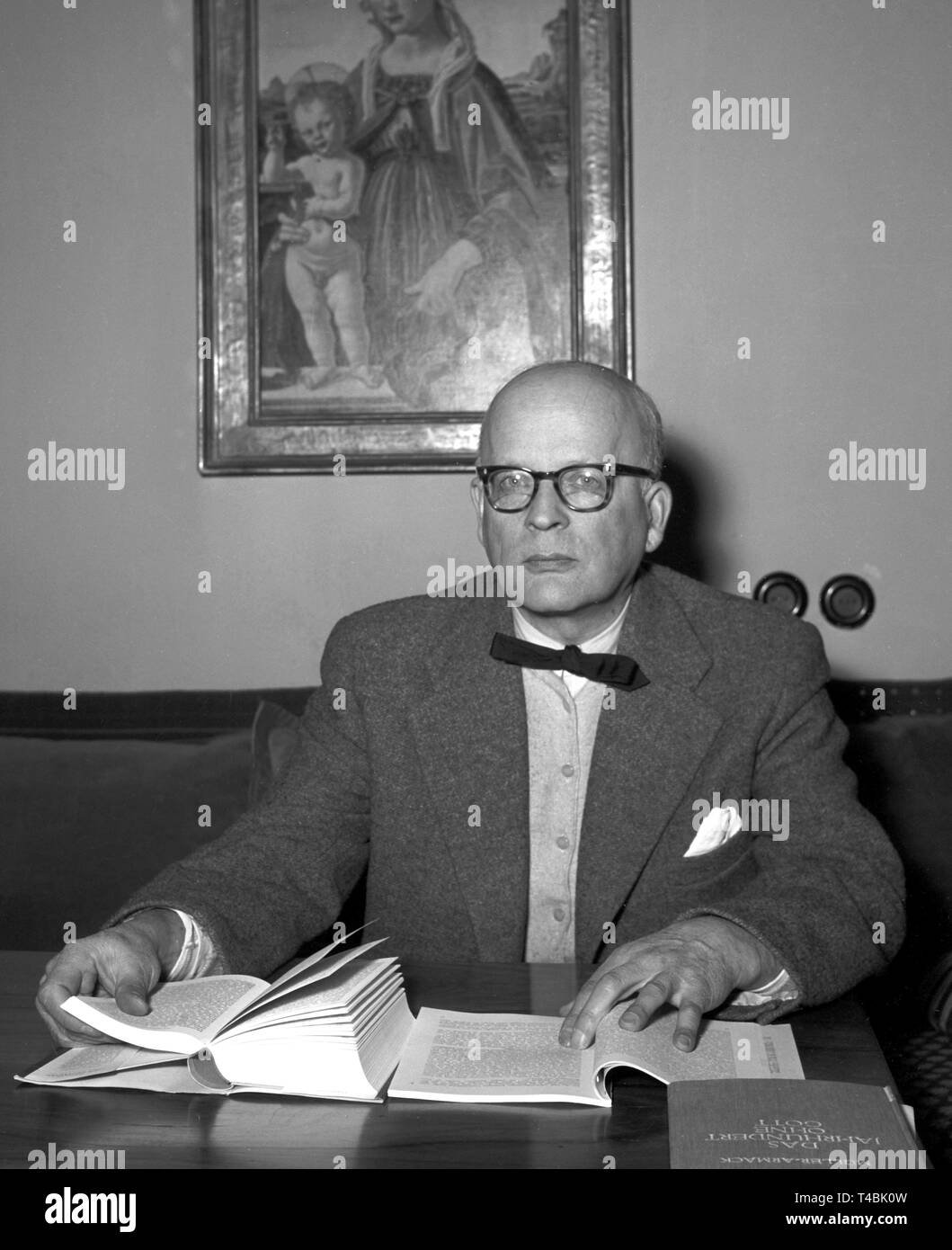 d82825f437c119 Historian Professor Dr. Ludwig Dehio died on the 24th of November in 1963.  The picture show Ludwig Dehio in his office (undated archive picture).