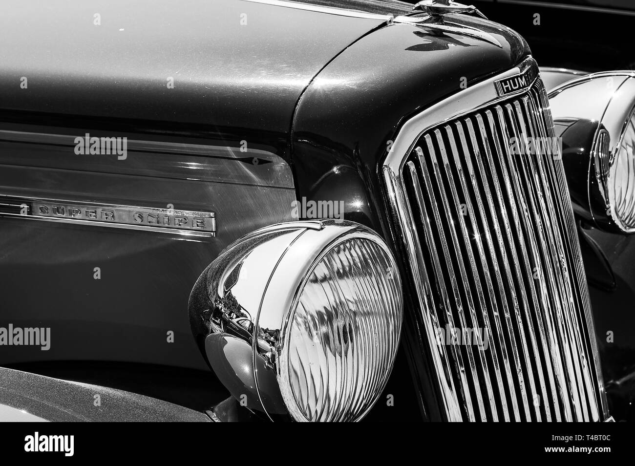 The front of a 1950's Humber Super Snipe on display at a car show - Stock Image