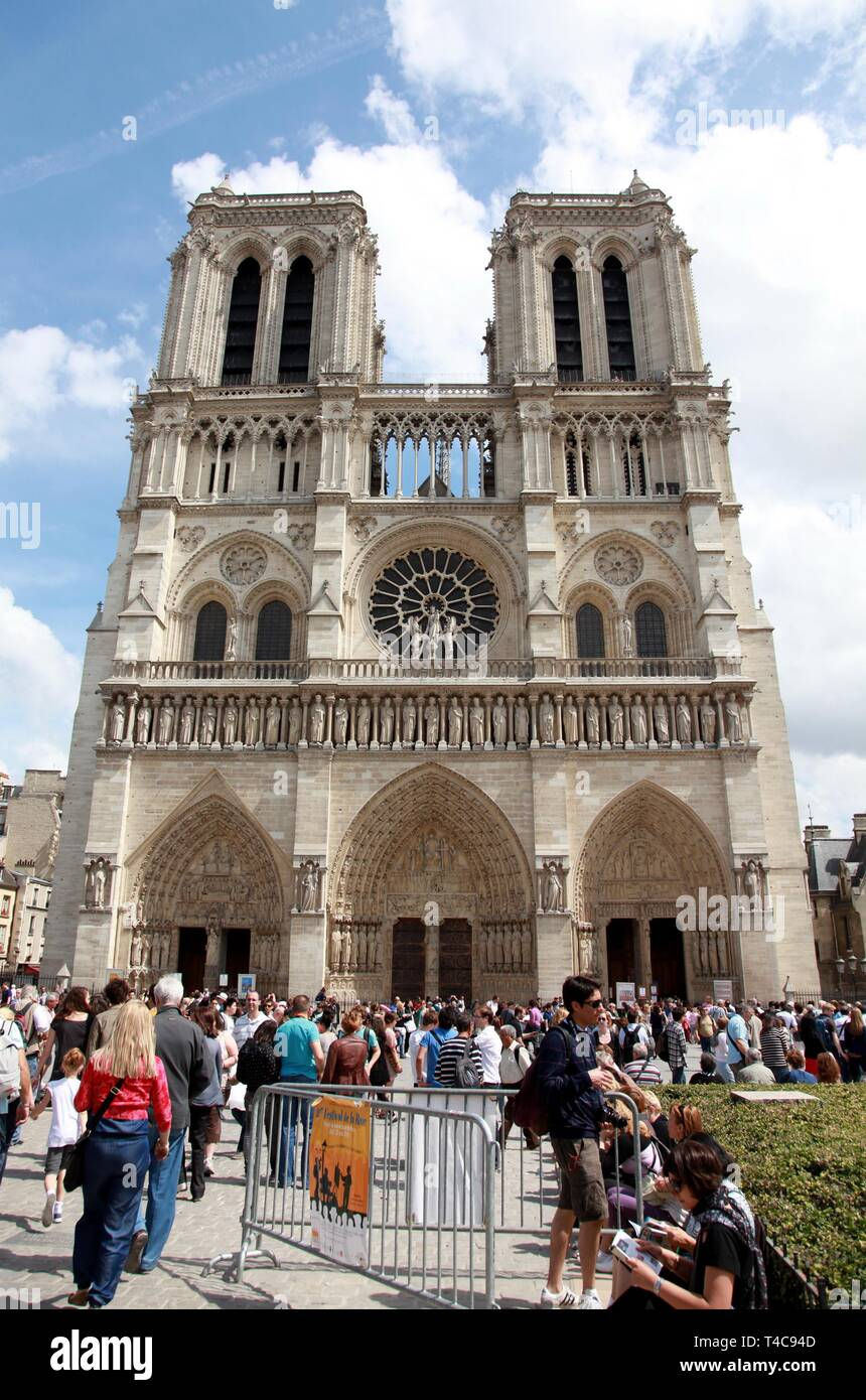 (190416) -- PARIS, April 16, 2019 (Xinhua) -- File photo taken on May 22, 2011 shows tourists visiting the Notre Dame Cathedral in Paris, France. The devastating fire at Notre Dame Cathedral in central Paris has been put out after burning for 15 hours, local media reported on April 16, 2019. In early evening on April 15, a fire broke out in the famed cathedral. Online footage showed thick smoke billowing from the top of the cathedral and huge flames between its two bell towers engulfing the spire and the entire roof which both collapsed later. Notre Dame is considered one of the finest e - Stock Image
