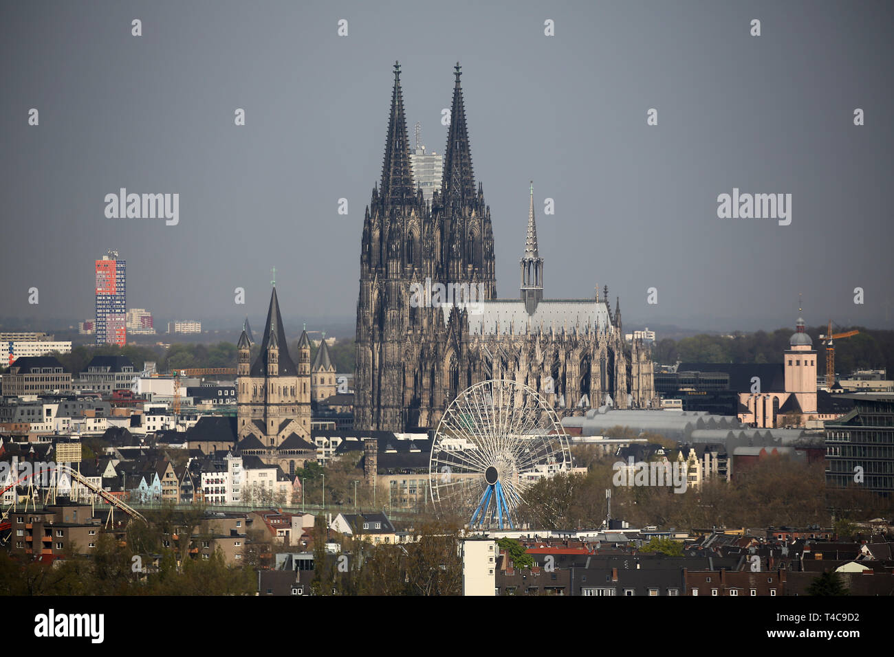 16 April 2019, North Rhine-Westphalia, Köln: The cathedral in Cologne. Photo: Oliver Berg/dpa Stock Photo