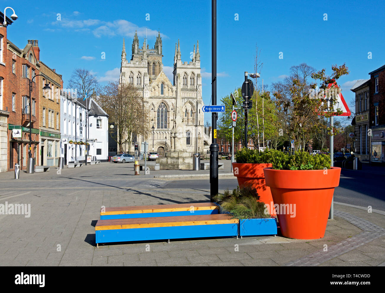 Selby Abbey, and street furniture, North Yorkshire, England UK - Stock Image