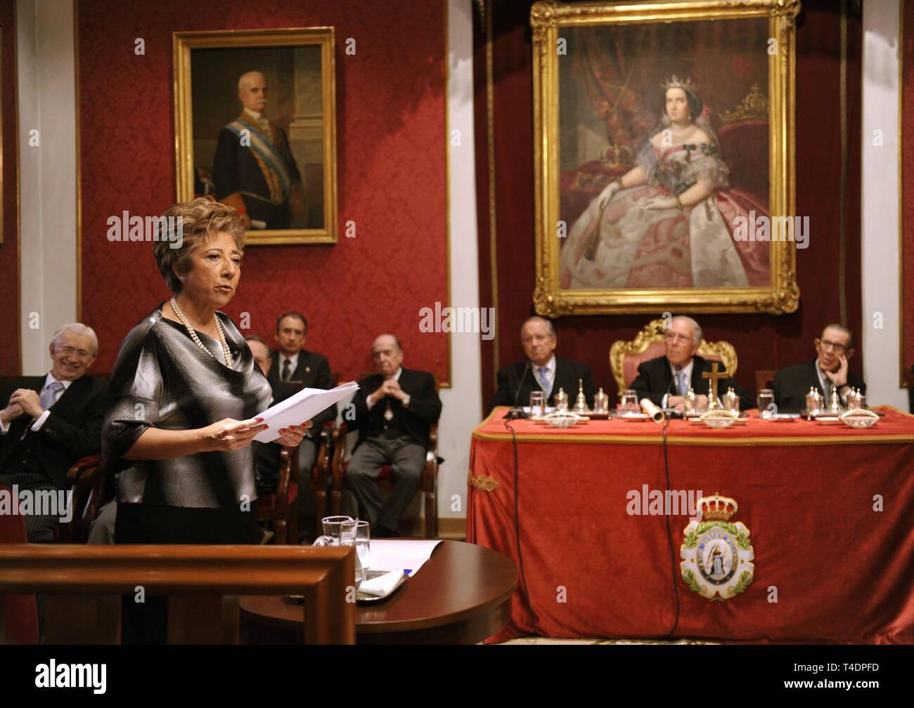 Araceli Mangas Martín en la Real Academia de Ciencias Exactas, Físicas y Naturales de Madrid. - Stock Image