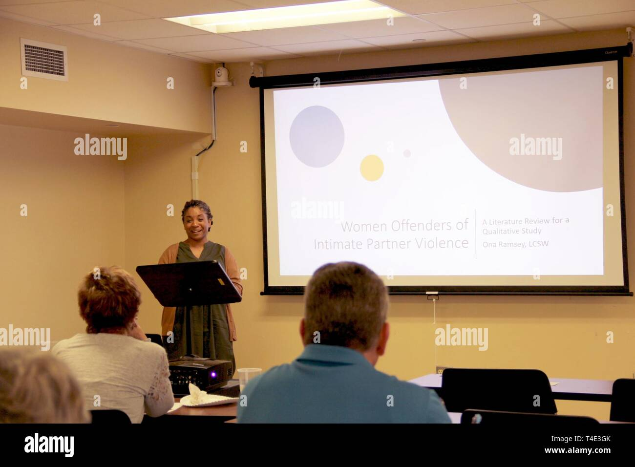 Ona Ramsey, licensed clinical social worker, William Beaumont Army Medical Center, presents her doctoral research on domestic violence and gender differences during a National Professional Social Work Month forum organized by WBAMC social workers and mental health professionals, March 21, at the Fort Bliss Army Community Service Family Resiliency Center. - Stock Image