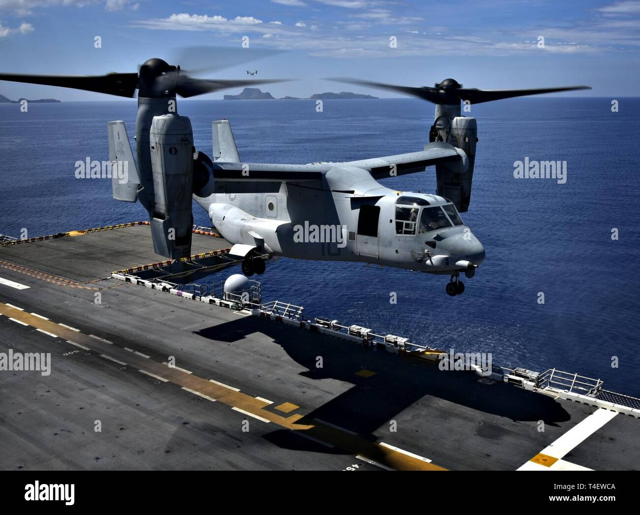 SOUTH CHINA SEA (April 3, 2019) An MV-22 Osprey, assigned to Marine Medium Tiltrotor Squadron (VMM) 268, lands aboard the amphibious assault ship USS Wasp (LHD 1) during flight operations in support of Exercise Balikatan 2019. Exercise Balikatan, in its 35th iteration, is an annual U.S., Philippine military training exercise focused on a variety of missions, including humanitarian assistance and disaster relief, counter-terrorism, and other combined military operations. - Stock Image