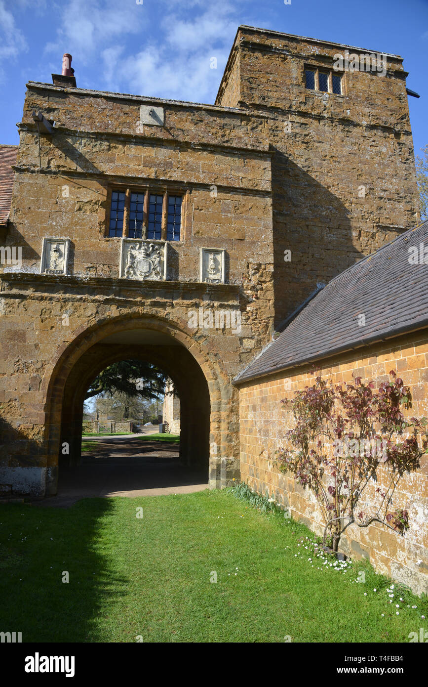 Gatehouse belonging to the manor house in the Warwickshire village of Wormleighton Stock Photo