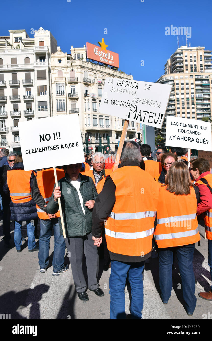 Citrus farmers demonstrating in Valencia denouncing European Union trade policies which they say make them unable to compete with imported produce. Sp - Stock Image