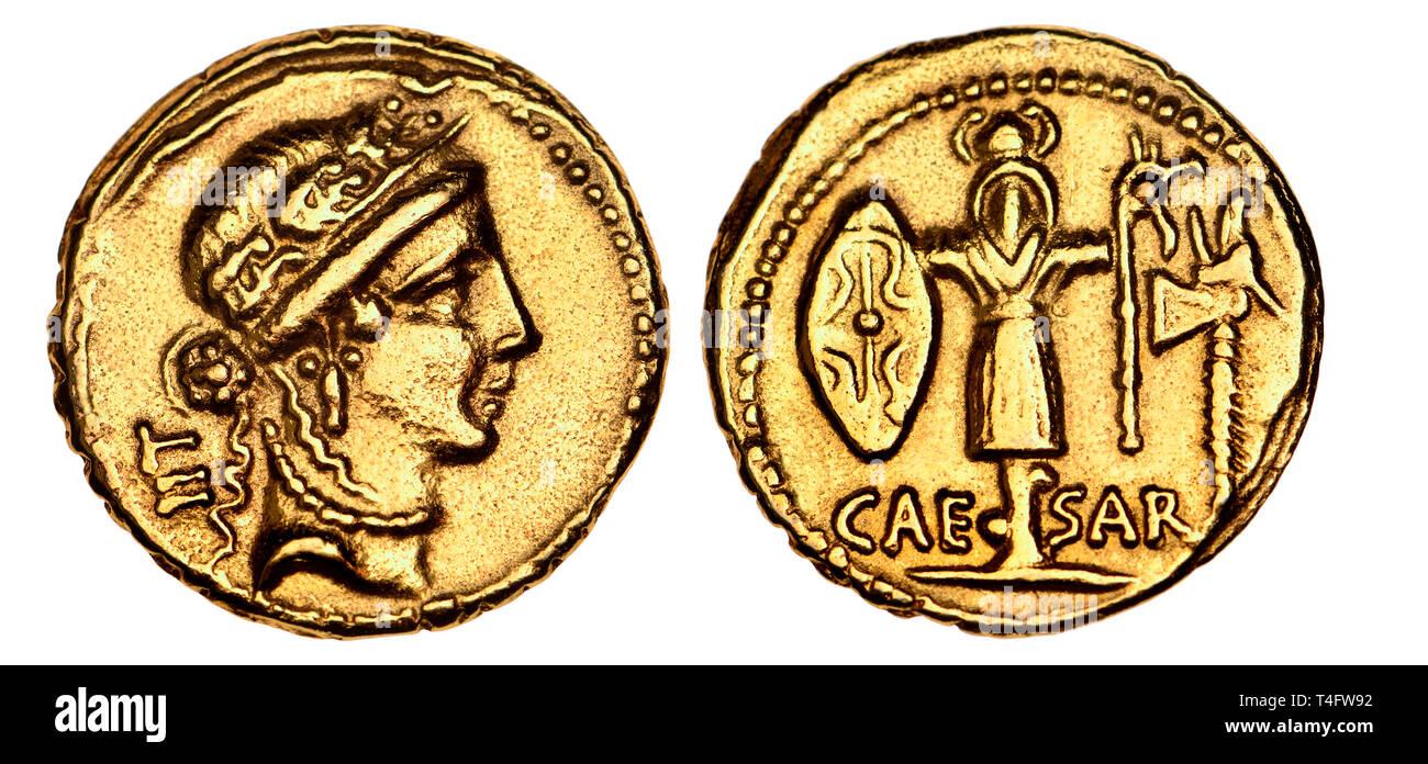 Roman Imperatorial Gold Aureus of Julius Caesar (replica). 48-47BC. Obverse: Female head, probably Venus. Reverse: Trophy of Gallic arms - Stock Image