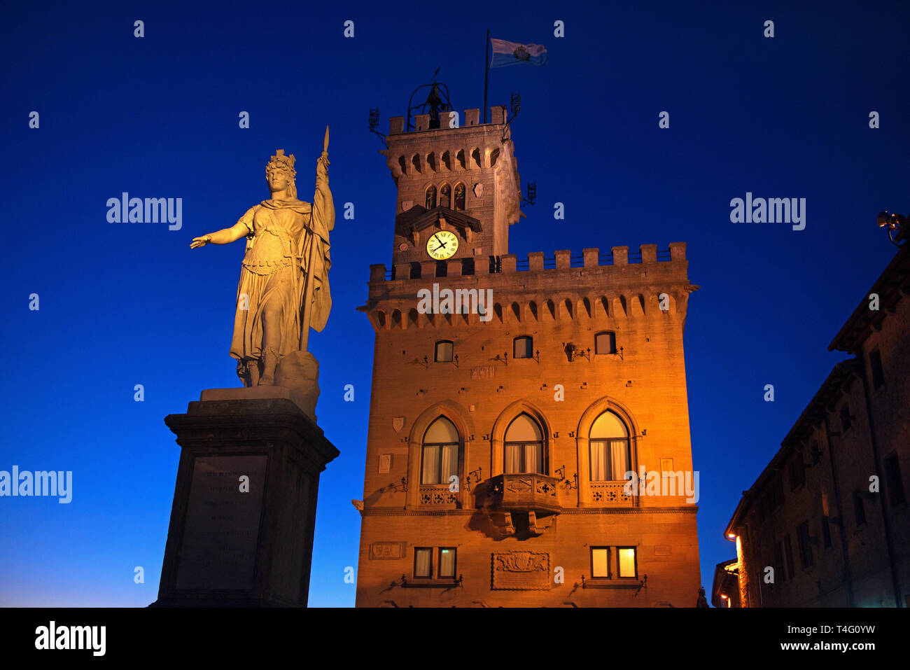 The Palazzo Pubblico, seat of the government of San Marino and the Statue of Liberty - Stock Image