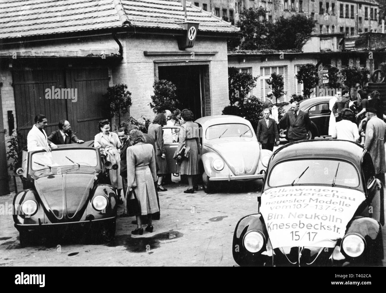 A special exhibition of VW automobiles on Knesebeck-Strasse in West Berlin, July 1949. Photo: Agentur Voller Ernst - NO WIRE SERVICE | usage worldwide - Stock Image
