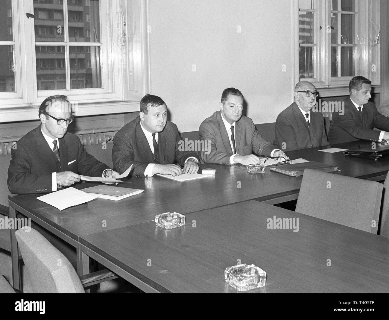Gerd Loeffler (SPD), Winfried Tromp (CDU), Karl Buckow (CDU), Prof. Dr. Hans Reif (FDP) and Lothar Vortisch (SPD) (l-r) during a meeting of the parliamentary investigation committee on 15 June 1967 to examine the events during the Shah's visit. Student Benno Ohnesorg was shot and 75 people, among them 42 demonstrators and 33 policemen,  were injured. | usage worldwide - Stock Image