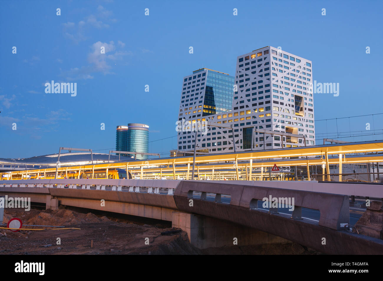 Platforms of Utrecht Centraal Station, the city hall (Stadskantoor) and the Rabobank headquarters (Verrekijker) during sunset. Utrcht, The Netherlands. - Stock Image
