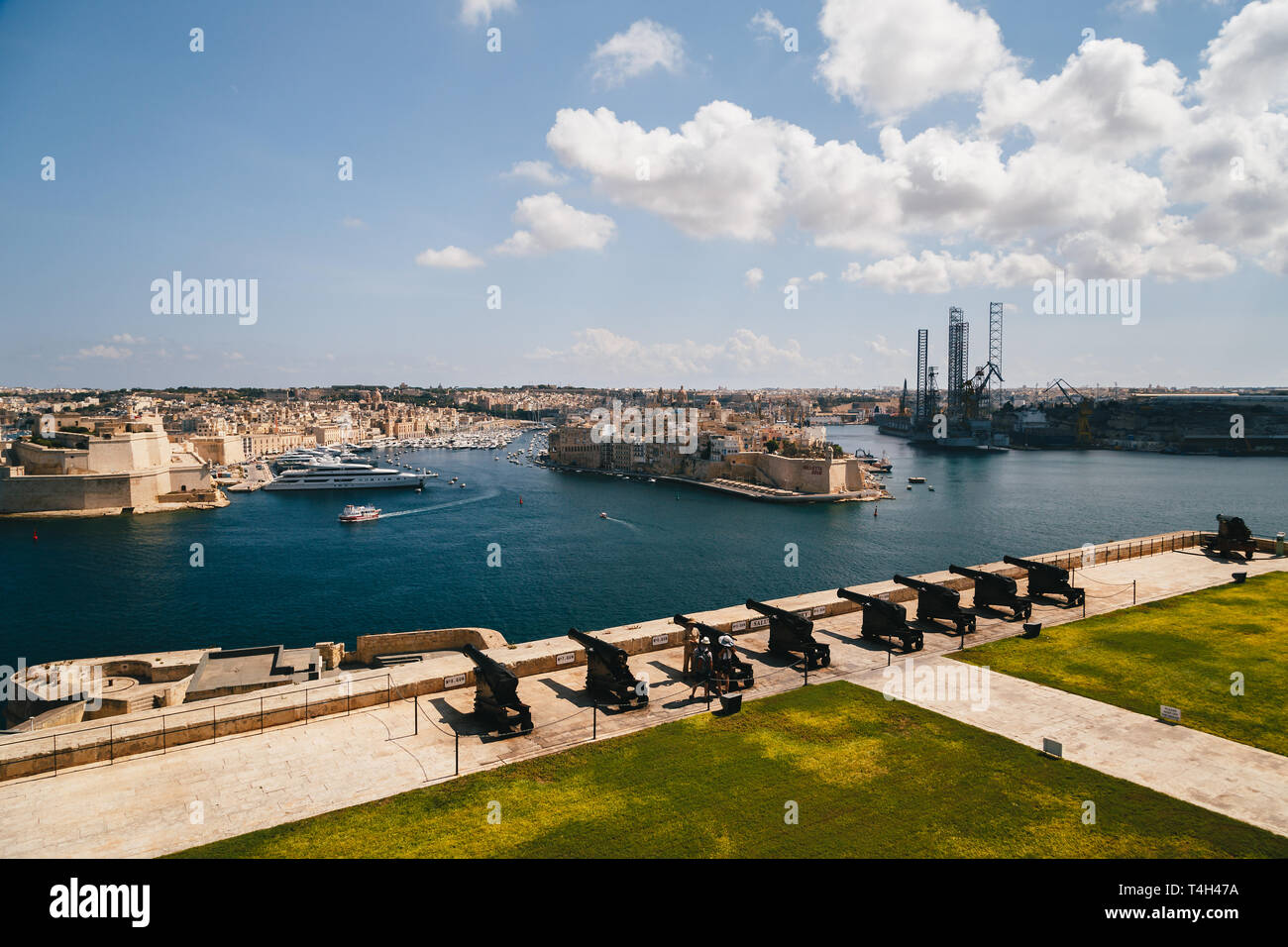 VALLETTA, MALTA - SEPTEMBER, 15 2018: Guns, cannons at the Saluting Battery in Upper Barrakka Gardens in Valletta, Malta with a commanding view of the - Stock Image