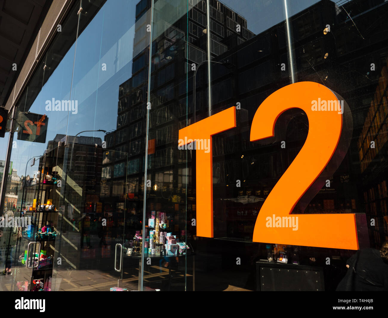T2 Specialist tea shop, in Cardinal Place, Victoria St, London, Westminster, London, England, UK, GB. - Stock Image