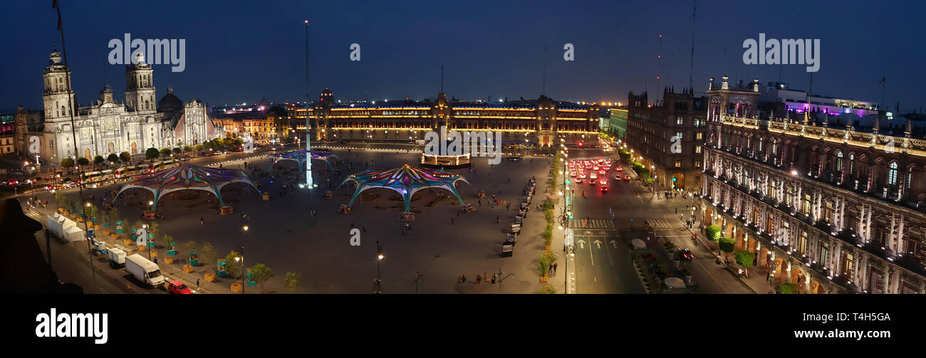 A panoramic view of the Zocalo main square in central Mexico City at dusk - Stock Image