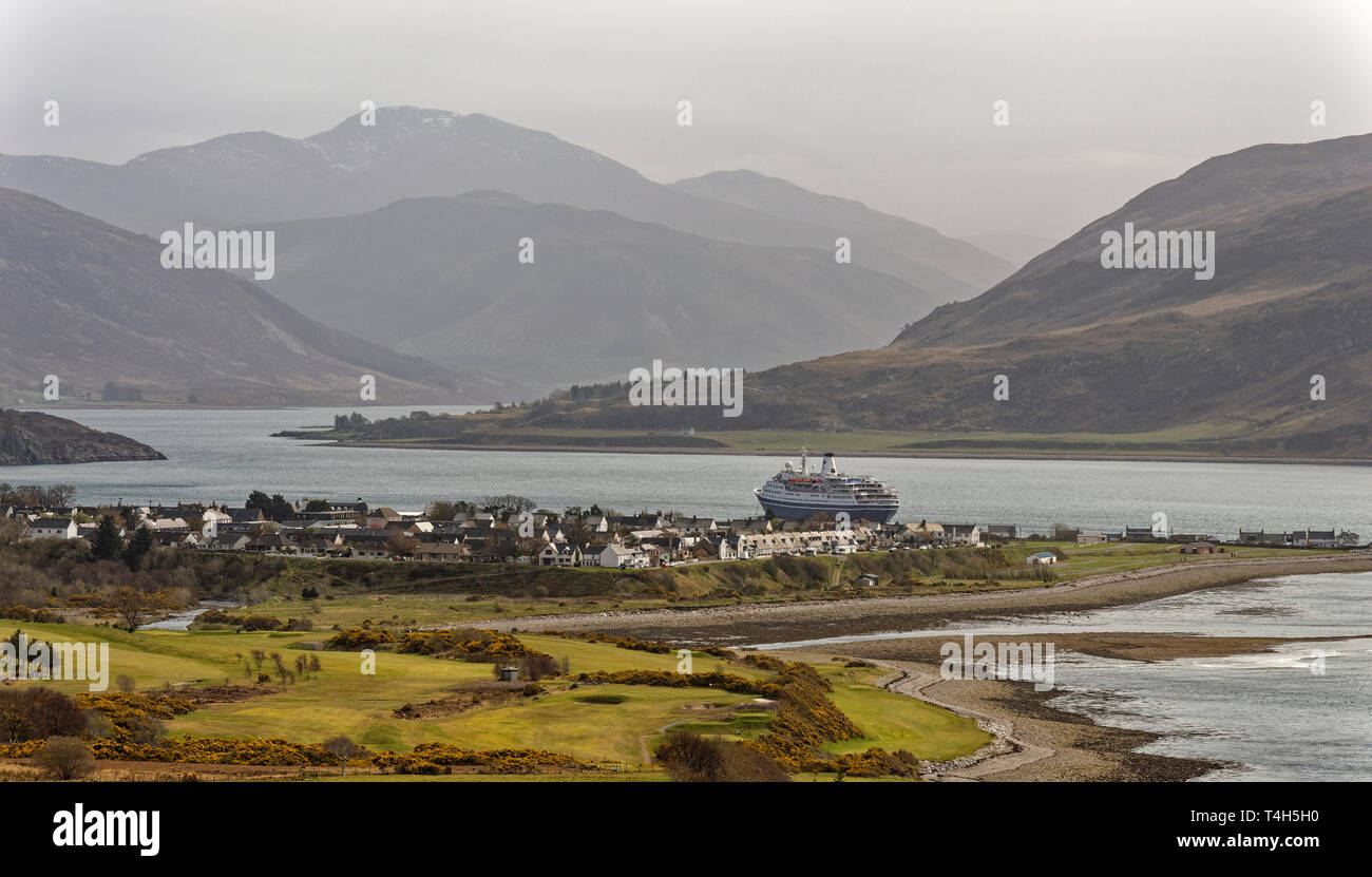CMV MARCO POLO CRUISE LINER ANCHORED IN LOCH BROOM OFF ULLAPOOL SCOTLAND WITH GOLF COURSE IN THE FOREGROUND - Stock Image