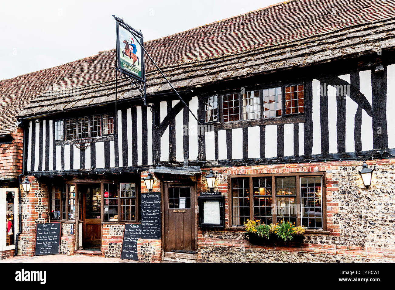Alfriston (Sussex, England): Highstreet – shops and restaurant Stock Photo