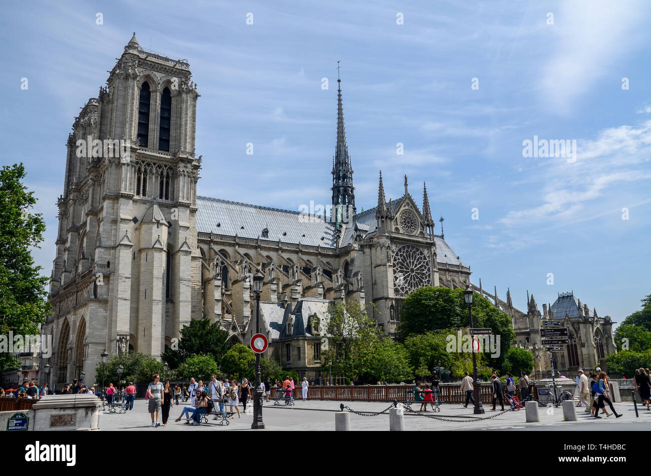 Notre-Dame de Paris medieval Catholic cathedral on the Île de la Cité in the 4th arrondissement of Paris France. South side rose window, spire, people - Stock Image