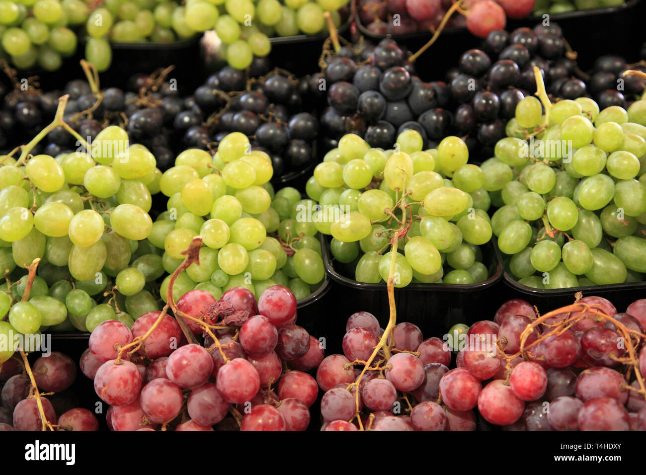 Grapes, Marche Forville, Forville Market, Cote d Azur, Alpes Maritimes, Provence, French Riviera, France, Europe - Stock Image
