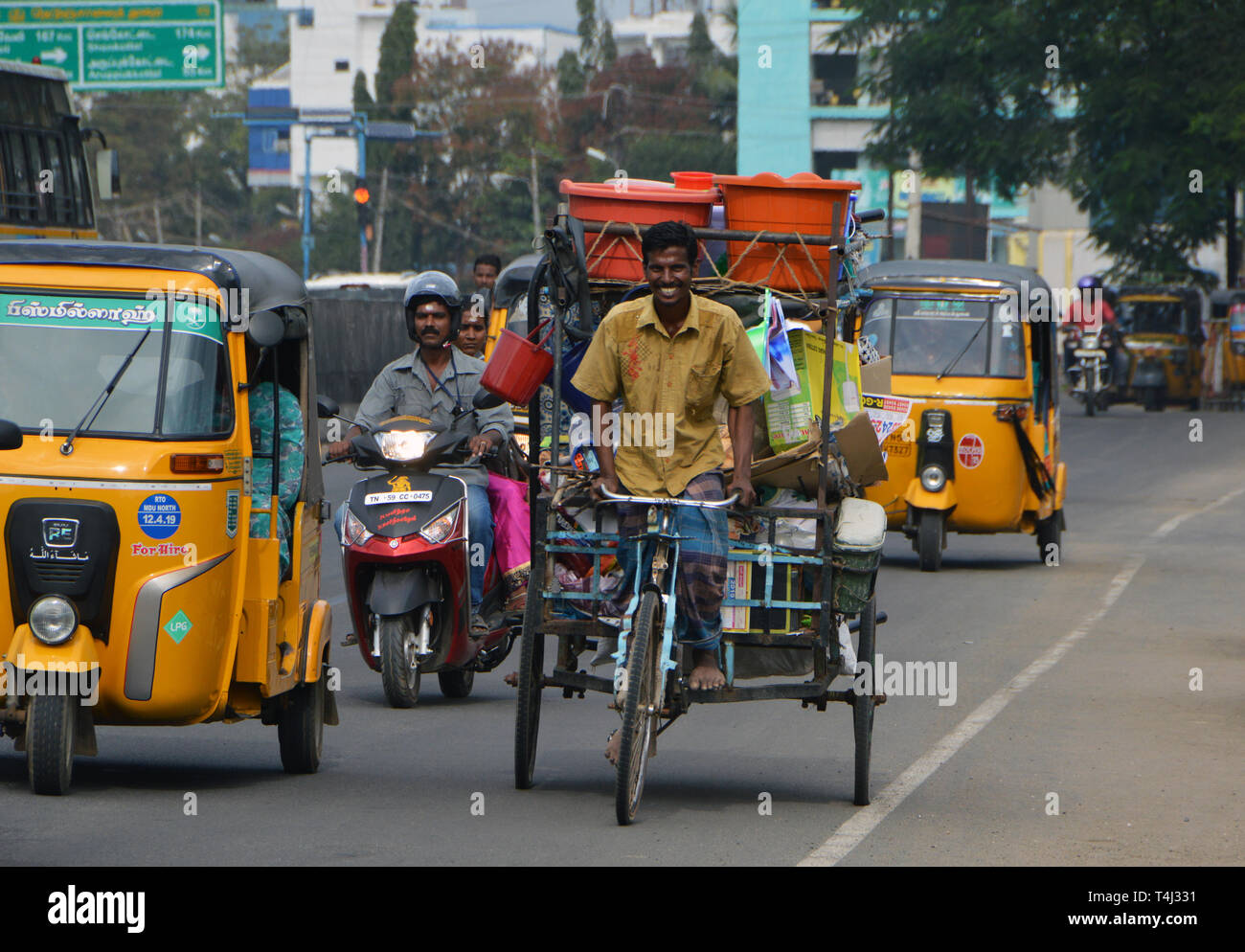 Street Scene in Madurai in the South of India - Tuk Tuk riding alongside cycle rickshaws and mopeds, recorded on 10.02.2019 | usage worldwide Stock Photo