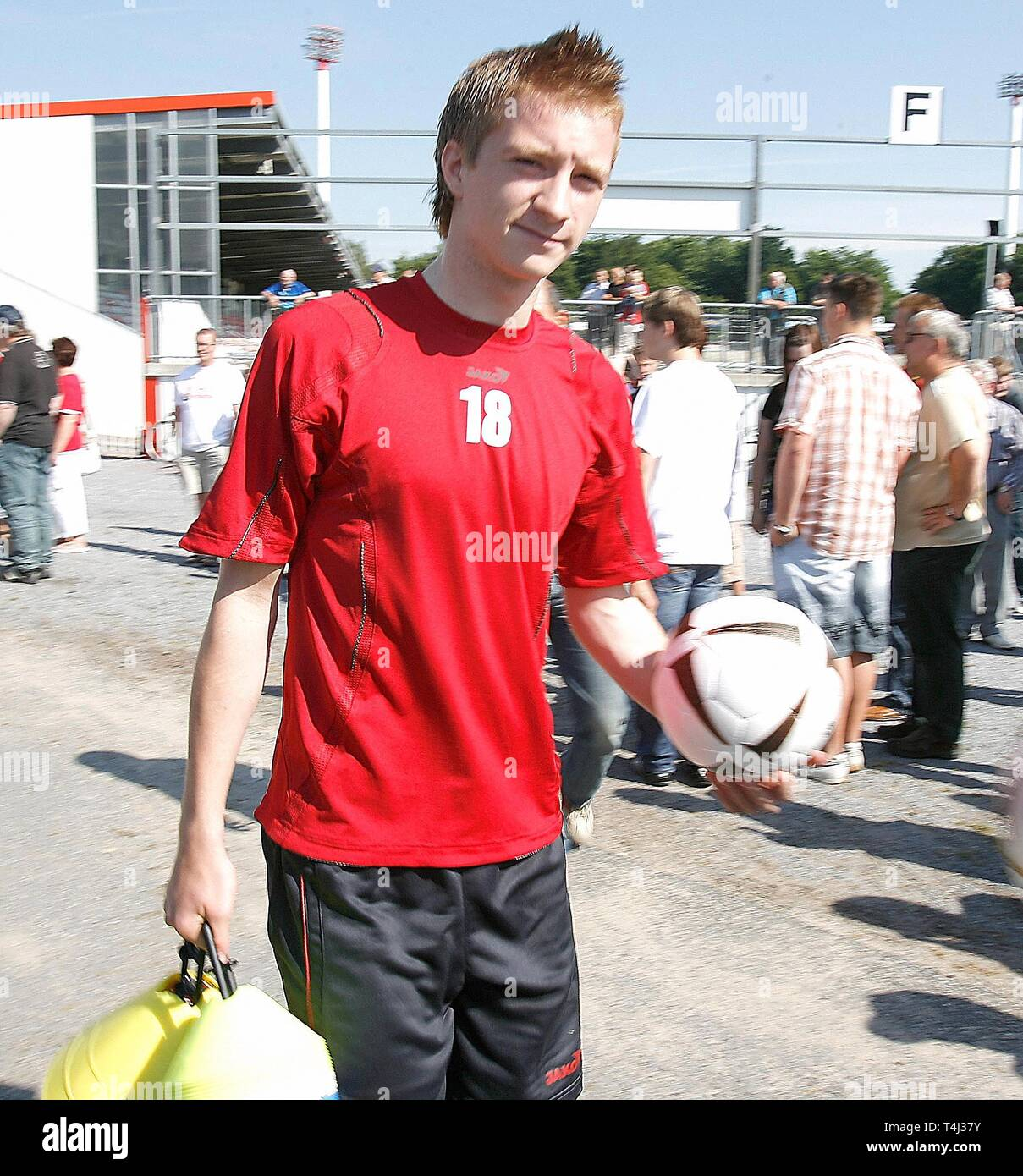 Marco REUS, RW Ahlen, on the way to training, half figure, half figure, portrait format, season 2008/2009 football, Marco REUS as a young player for RW Ahlen. | usage worldwide - Stock Image