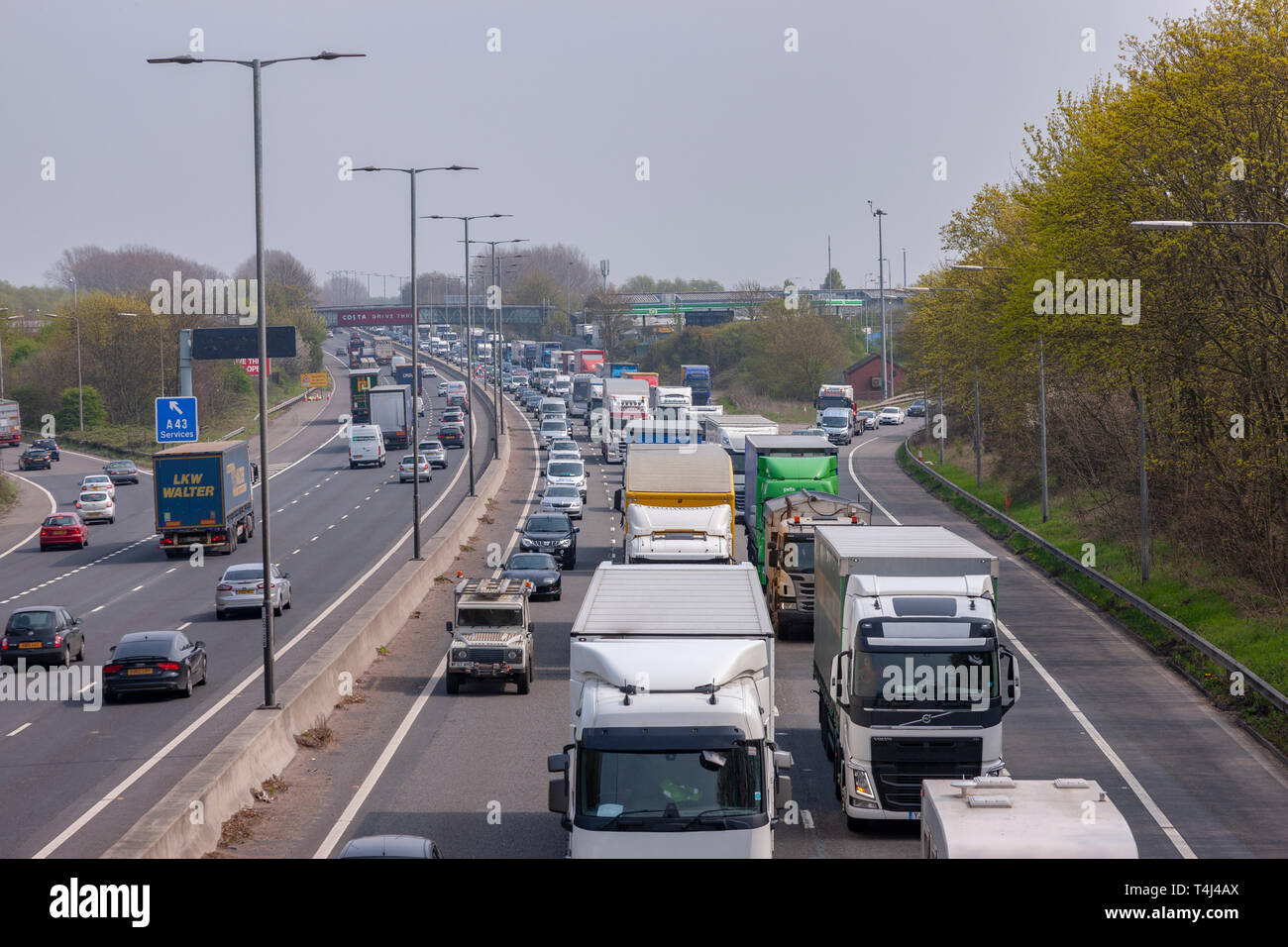 Northampton  U K  27th April 2019  Slow moving traffic on the M1
