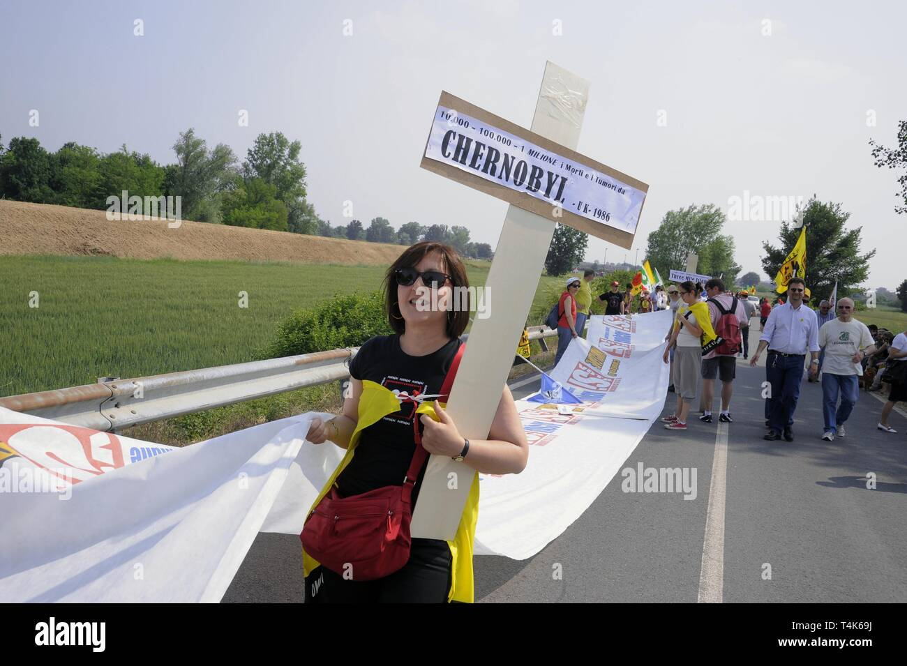 Caorso (Italy), demonstration at the nuclear power  plant site in support for the popular referendum against nuclear power and the privatization of water, May 2011 - Stock Image