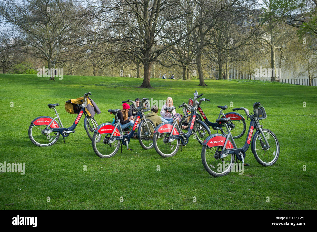 A group of young people in St. James Park with Santander Boris Bikes Stock Photo