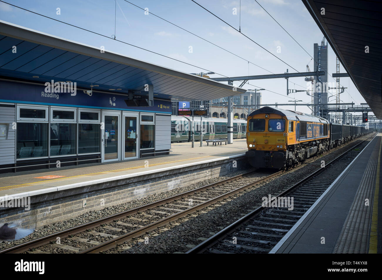 A freight train pulls into Reading Station Stock Photo