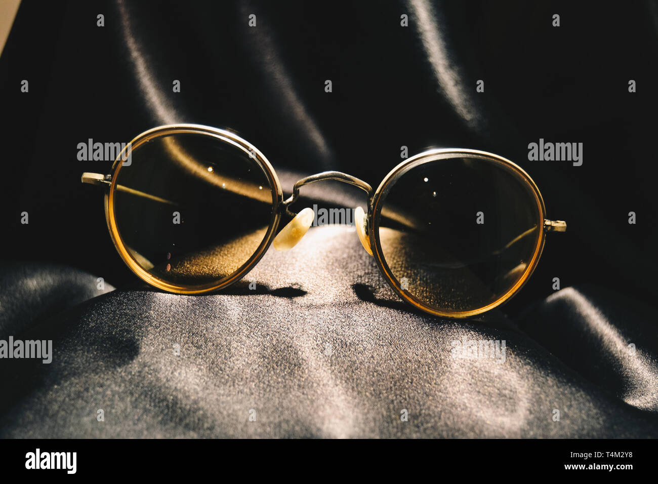 Round Eyeglasses High Resolution Stock Photography And Images Alamy