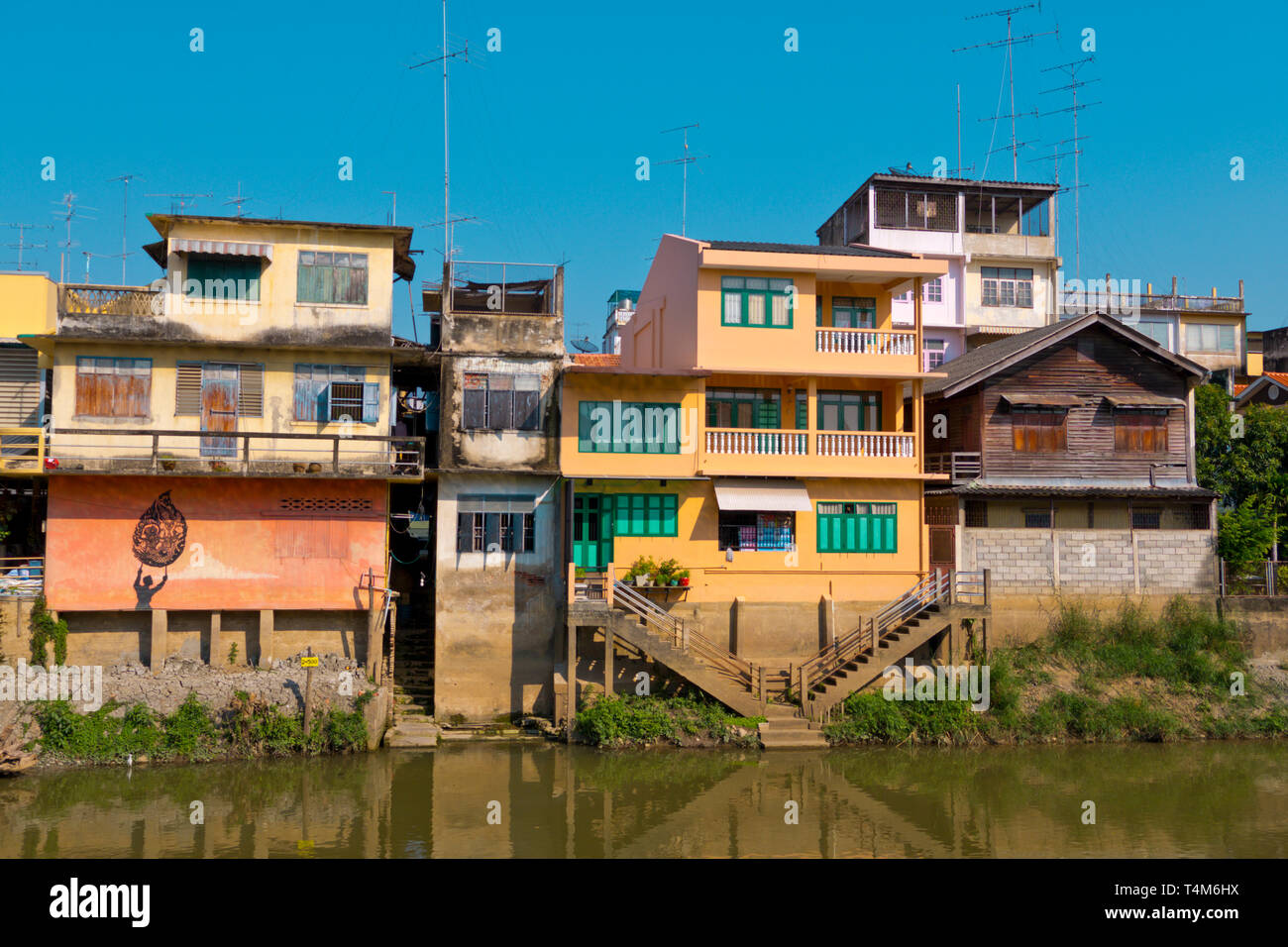 Mae Nam Phetchaburi riverside houses, Phetchaburi, Thailand - Stock Image