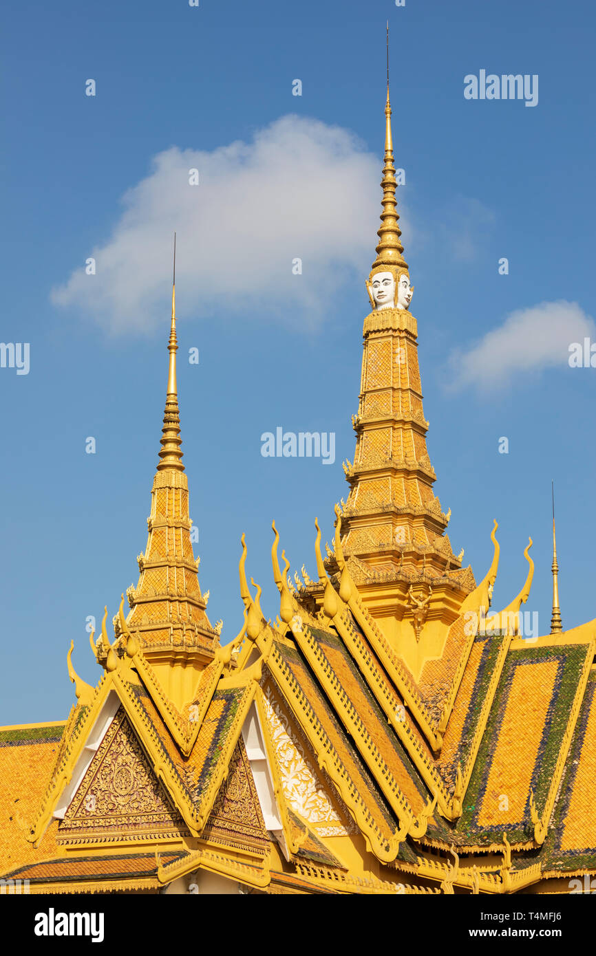 Gilded spire of the Throne Hall at the Royal Palace, Phnom Penh, Cambodia, Southeast Asia, Asia - Stock Image