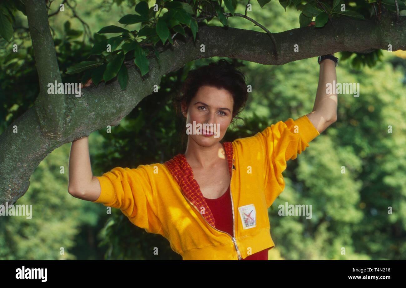 """Maria von Blumencron, österreichische Schauspielerin, in der Fernsehserie """"Kurklinik Rosenau"""", Deutschland 1996. Austrian actress Maria von Blumencron in German TV series """"Kurklinik Rosenau"""", Germany 1996. Stock Photo"""