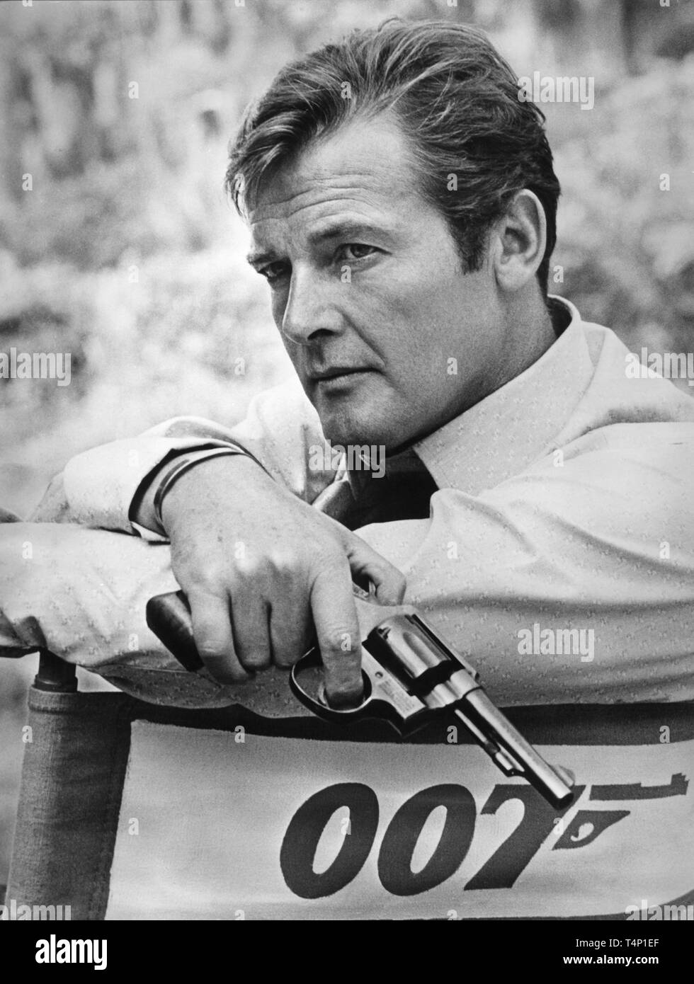 Roger moore as james bond 007 live and let die 1973 on set candid during location